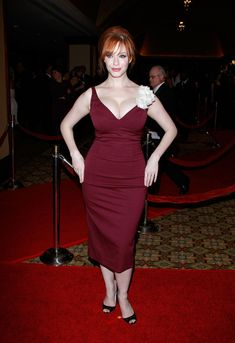 Swamping your figure: 'Too much fabric can make you look bigger than you are,' says Alyce - famously voluptuous Christina Hendricks demonstrates with her flattering figure-hugging frock (left), compared to the less flattering billowing style (right) Gorgeous Women, Amazing Women, Beautiful People, Christina Hendricks, Cristina Hendrix, Joan Holloway, Beautiful Christina, Taurus, American Women
