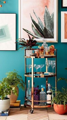 6 Fancy home bars that will make you want to party like the Great Gatsby (Daily Dream Decor) Bar iDeas Bar iDeas ☕ Home Decor Sites, Home Bar Decor, Bar Cart Decor, Diy Bar Cart, Art Deco Home, Home And Deco, Canto Bar, Decoration Photo, Bar Cart Styling