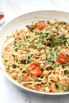 This Creamy Vegan Sun-Dried Tomato, Chickpea, Hummus Spaghetti is a simple dinner recipe that is filling, comforting and delicious Vegan Spaghetti, Vegan Pasta, Spaghetti Recipes, Pasta Recipes, Cooking Recipes, Salad Recipes, Vegan Dinner Recipes, Veggie Recipes, Healthy Recipes