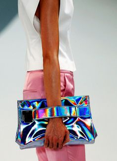 Hugo Boss S/S 2013 holographic clutch Here we go again. Yes to stressless bagging it. Iridescent Clothing, My Bags, Purses And Bags, Looks Style, Style Me, Holographic Fashion, Holographic Bag, Retro, Hugo Boss