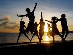 Perfil: Salir con mis amigos. Si bien la felicidad no puede alcanzarse por uno mismo, solo, mis amigos me llaman a pasar un rato de esparcimiento sabiendo que son unas de las personas más importantes en mi vida.