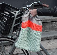 Deze super gave tas kun je helemaal zelf maken/breien!
