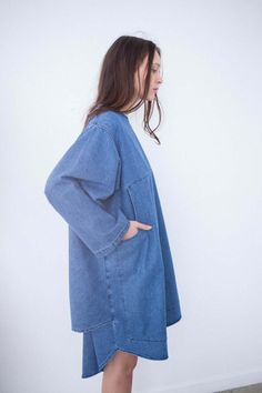 Oroboro Store, NYC, 69 is a unisex clothing line based out of Los Angeles, with the classic wardrobe conventions of denim and linen subverted into surprising and playful shapes. Style Bleu, My Style, Look Urban Chic, Denim Fashion, Womens Fashion, Mode Jeans, Lookbook, Looks Cool, Mode Inspiration