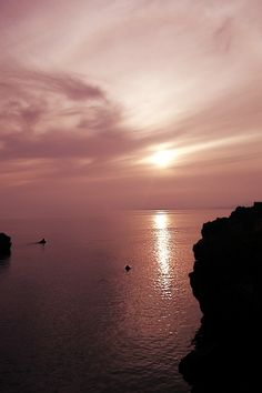 Time for contemplation pink sunset over ocean sea photo by Jose A. Puche
