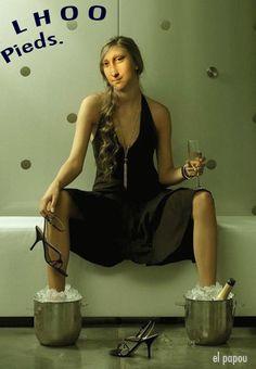 Parodie de la MonaLisa de Marcel Duchamp (1887 - 1968). Pour les fêtes Mona est en tournée: mona-est-toujours-dans-le-show-bises.over-blog.com/ ...ou à la maison...: papou.blog.lemonde.fr Bonnes Fêtes à TOUS. :-)))