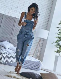 Torn Overall Dress Source by lillyloewendei overalls outfit Denim Overalls Outfit, Long Overalls, Overalls Women, Where To Buy Overalls, Dungarees, Overalls Style, Blue Jean Overalls, Overalls Fashion, Denim Jumpsuit
