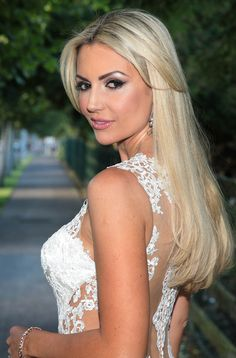 Rosanna Davison STUNS in new wedding dress New Wedding Dresses, Lace Wedding, Miss World, Walking Down The Aisle, Image, Smoking, Models, Fashion, Wedding Dress Lace
