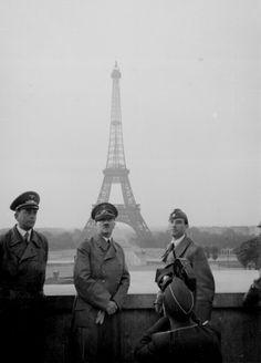 """Hola amigos! verán este post lo hago para mostrarles unas cuantas de las fotos mas impactantes de la segunda guerra mundial, comprendida entre 1939 y 1945, espero les guste, bien comencemos. Fotos del """"enola gay"""" en okimawa, el avión que lanzo la..."""