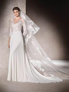 7060a051b82 La robe de mariée évasée MARIONA est très féminine grâce à sa confection en  gaze
