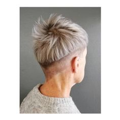 Choppy Cut - Edgy Gray Haircuts: These Aren't The Gray Hairstyles Your Grandma Wore - It's Rosy Grey Bob Hairstyles, Down Hairstyles, Straight Hairstyles, Haircuts, Very Short Pixie Cuts, Short Hair Cuts, Bowl Cut Hair, Messy Pompadour, Medium Hair Styles