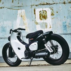 Here's a look at super-cool Honda Super Cub from a different angle. Who else wishes this was a production model? See more at. Moto Car, Moto Bike, Cafe Racer Motorcycle, Honda Cub, Honda Bikes, Honda Scooters, Street Moto, Honda Motorbikes, Custom Moped