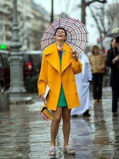 Le manteau jaune moutarde