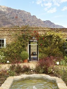 You'll find Bobbejaansberg, a low-slung, wisteria-covered, Karoo slate home and the most perfect hideaway in Barrydale in the Klein Karoo. Game Reserve, Viera, Rustic Interiors, Rustic Design, Places To Travel, Countryside, South Africa, Beautiful Homes, Scenery