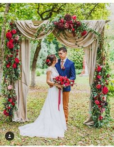 Red fall floral wedd