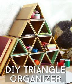Organizador de escritorio con cartón hechos triángulos