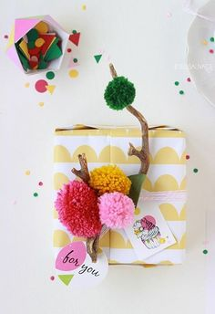 Here we will share 30 DIY Gift Wrapping Craft Ideas - Quick & Easy of the most exciting yet easy gift wrapping ideas that you can learn in a blink of an eye and can wrap your gifts accordingly. Wrapping Ideas, Wrapping Gift, Creative Gift Wrapping, Christmas Gift Wrapping, Creative Gifts, Christmas Gifts, Pretty Packaging, Gift Packaging, Craft Gifts