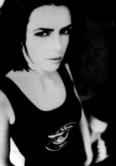 Favorite Female Singers – Toni Halliday. Full name: Antoinette Halliday Born: 5 July 1964 in Parsons Green, Fulham, England Ex-bands: Curve, State of Play, Scylla Solo project: Chatelaine Instruments: vocals, guitars Music style: rock, alternative rock, electronic, shoegaze   toni halliday, curve