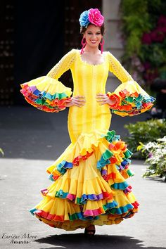 Spanish Costume, Spanish Dress, Spanish Dancer, Carnival Costumes, Cool Costumes, Dance Costumes, Flamenco Costume, Flamenco Dancers, Cuban Dress