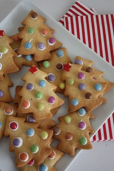 Christmas tree biscuits decorated with smarties #MincePieMixUp #Festive #Bakes