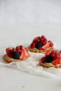 tart039 | Tartelettes aux fruits rouges | Christelle | Flickr Mini Desserts, French Dessert Recipes, Classic French Desserts, Yummy Treats, Yummy Food, Sweet Pie, Fruit Tart, Baking And Pastry, Tasty Bites