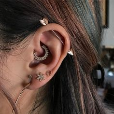 Daith Piercing: Can It Really Cure Migraines? Plus Everything Else You Need To Know Daith Piercing, Cute piercings, Ear Piercings Piercing Implant, Innenohr Piercing, Smiley Piercing, Cute Ear Piercings, Body Piercings, Piercings Lindos, Unique Piercings, Ear Piercing For Women, Daith Piercing Migraine