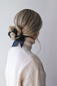 Easy Fall Hairstyles, Hair Trends 2018 - Alex Gaboury arc de cheveux And Beauty Hairstyle Bridesmaid, Ribbon Hairstyle, Hairstyles With Ribbon, Hairstyle With Bow, Hair With Bow, Hair With Scarf, Scarf Bun, Hairstyle Ideas, Easy Hairstyle Video