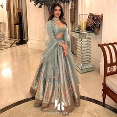 When you have Banarasi silk lehenga, you don't need too much else! And these latest Banarasi lehenga designs are going to prove just that! Yep, if you are a fan of Banarasi as much as we are, then get. Indian Bridal Outfits, Indian Designer Outfits, Designer Dresses, Latest Wedding Dresses Indian, Indian Wedding Wear, Indian Party, Punjabi Wedding, Pakistani Dresses, Indian Dresses