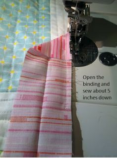 You all asked for it, so here it is! A binding/blind stitching tutorial just for you. :) Thanks for your patience…though binding is something I do regularly, this tutorial took a lot of thoug… Quilting For Beginners, Quilting Tips, Quilting Tutorials, Beginner Quilting, Quilt Binding Tutorial, Sewing Binding, Bias Binding, Sewing Hacks, Sewing Projects