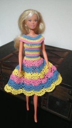 Vestido de crochet para barbie colorido