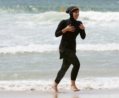 "Covesia.com - Larangan terhadap ""burkini"" atau pakaian renang Muslimah dengan…"