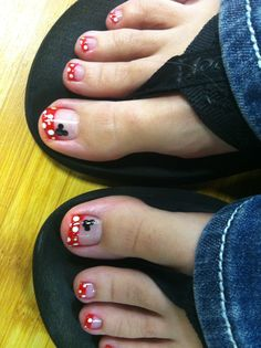 25 Example Of Toe Nail Designs For Summer Pedicures Toenails Art Ideas 81 Disney Toe Nails, Disney Toes, Pretty Toes, Pretty Nails, Hair And Nails, My Nails, Jamberry Nails, Disney Nail Designs, Minnie Mouse Nails