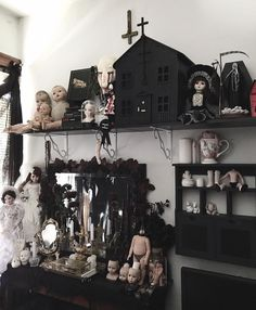 """73 Likes, 1 Comments - ✰ Izzy┊ᶜʰⁱᶜᵃᵍᵒ (@6aliens) on Instagram: """"Been kinda busy ya'll. My bad for not posting as much. Pic of my hoarding nest """""""
