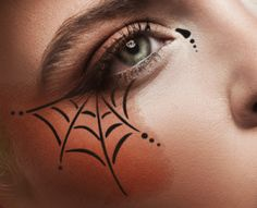 European Body Art Airbrush Makeup Stencils are specially designed for airbrushing around the eyes. EBA's proprietary StencilFlex technology allows for the easiest application and tightest fit, eve Cute Halloween Makeup, Halloween Eyes, Halloween Looks, Witch Makeup Easy, Halloween Make Up Ideas, Pretty Witch Makeup, Easy Skeleton Makeup, Black Widow Makeup, Spider Web Makeup