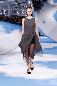 Christian Dior - Ready-to-Wear - Fall-winter 2013-2014  http://en.flip-zone.com/fashion/ready-to-wear/fashion-houses-42/christian-dior-3637