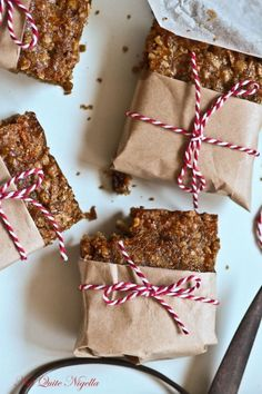Carrot Cake Muesli Bars from @Lorraine Siew Elliott Haven't loooked if they're vegan - but love the presentation.