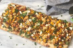 Roasted Corn and Cauliflower BBQ Flatbread - Food & Nutrition Magazine - Stone Soup Vegetarian Barbecue, Vegetarian Recipes, Healthy Recipes, Starchy Vegetables, Roasted Vegetables, Roasted Corn, Roasted Cauliflower, Stone Soup, Honey Bbq