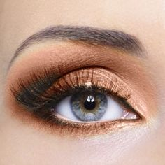 Awesome eye makeup for blue eyes :)