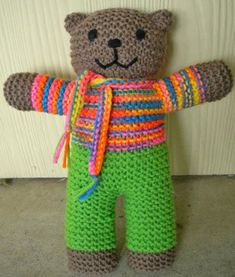 Mother Bear Project Pattern Changes – Look in my Craft Ideas board to see where to buy the original pattern. Mother Bear Project Pattern Changes – Look in my Craft Ideas board to see where to buy the original pattern.Seaming While Knitting Tutori Knitting Bear, Teddy Bear Knitting Pattern, Knitted Doll Patterns, Animal Knitting Patterns, Knitted Teddy Bear, Crochet Bear, Knitted Dolls, Knitting Toys, Double Knitting