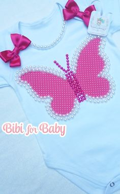 Body personalizado - Borboletinha Luxo Baby Applique, Baby Dress Design, Baby Bling, Baby Dress Patterns, Personalized T Shirts, Applique Designs, Diy Clothes, Hand Embroidery, Sewing Crafts