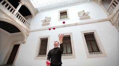 Hezky udělaný žonglérský filmík:-) Doporučuju;-)
