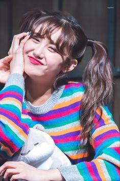 Aisa Everglow Selfie - Aisa Map Vector - Aisa Name - - - Aisa Everglow Layout Korean Girl, Asian Girl, Somebody To You, Rapper, Yuehua Entertainment, Best Hotel Deals, Fandom, Girl Sketch, Nayeon