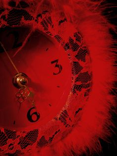 the broken red clock . Bad Girl Aesthetic, Red Aesthetic, Red Clock, Arte Obscura, Fingernails Painted, Shades Of Red, My Favorite Color, Dark Red, Cherry Red