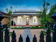 Victorian home, double fronted Country Cottages, Cottages By The Sea, Country Houses, Australian Architecture, Australian Homes, Victorian Terrace, Victorian House, Weatherboard House, Mexico House