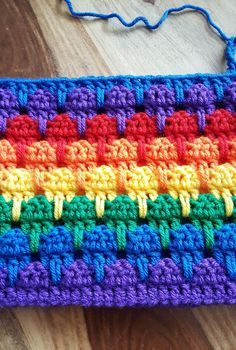 Adorable Crochet Frills Border Ideas - Rainbow Larksfoot Stitch Blanket – In Progress (see you around February – LOL) – - Crochet Daisy, Free Crochet, Crochet Crafts, Crochet Projects, Crochet Tutorials, Diy Crafts, Crochet Simple, Confection Au Crochet, Crochet Stitches Patterns
