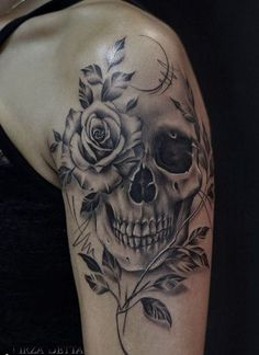 Tattoo shoulder skull tatoo super Ideas - You are in the right place about Tattoo shoulder skull tatoo super Ideas Tattoo Design And Styl - Skull Tattoo Flowers, Skull Rose Tattoos, Skull Sleeve Tattoos, Tattoos For Women Half Sleeve, Leg Tattoos, Body Art Tattoos, Skull Thigh Tattoos, Half Sleeve Tattoos Designs, Tattoo Sleeves