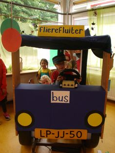 Thema op schoolreis, Prins Clausschool. Diy For Kids, Kindergarten, Teaching, Projects, Crafts, Apron, Public Service, Autos, Manualidades