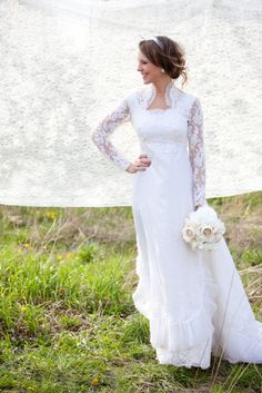 Heirloom gown. Bride's mom. Photography by edisonphotography.com