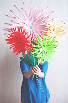 DIY Paper Flower Crafts and Projects – Pink Lover How To Make Paper Flowers, Paper Flowers Wedding, Wedding Paper, Giant Paper Flowers, Diy Flowers, Fabric Flowers, Flower Paper, Flower Diy, Spring Flowers