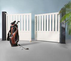 portail battant en aluminium de couleur blanche