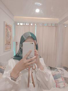 Temilla dwenty hijab look! Ootd Hijab, Hijab Chic, Girl Hijab, Hijab Outfit, Foto Mirror, Snap Girls, Daddy Aesthetic, Cute Korean Girl, Beautiful Hijab